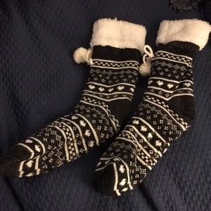 Accessories - Thick fuzzy socks with grips